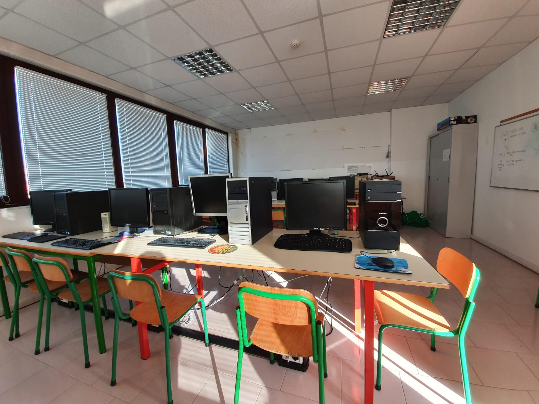 Bandiera aula informatica